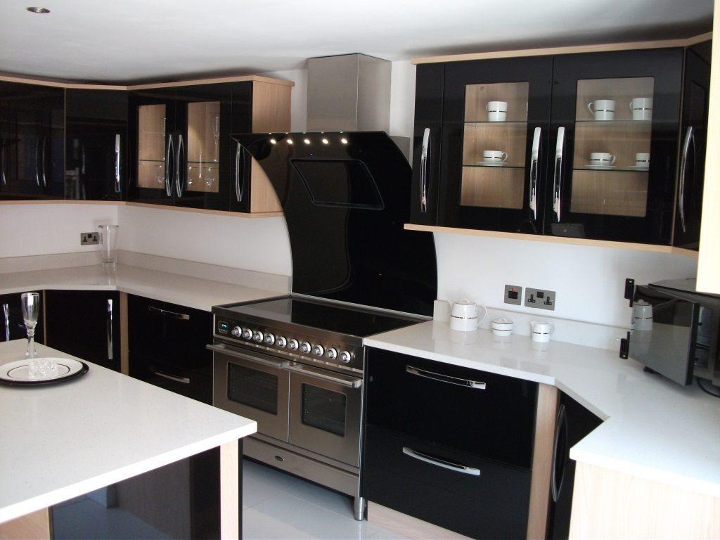 Cocina moderna en blanco y negro im genes y fotos - Exposicion de cocinas modernas ...