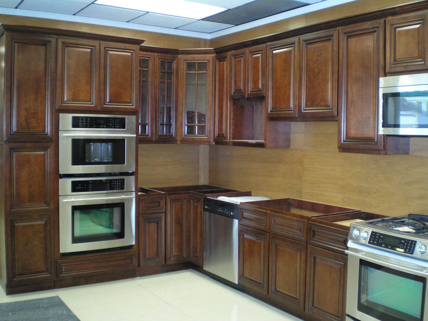 natural walnut kitchen cabinets cocina r 250 stica con madera de nogal im 225 genes y fotos 3458