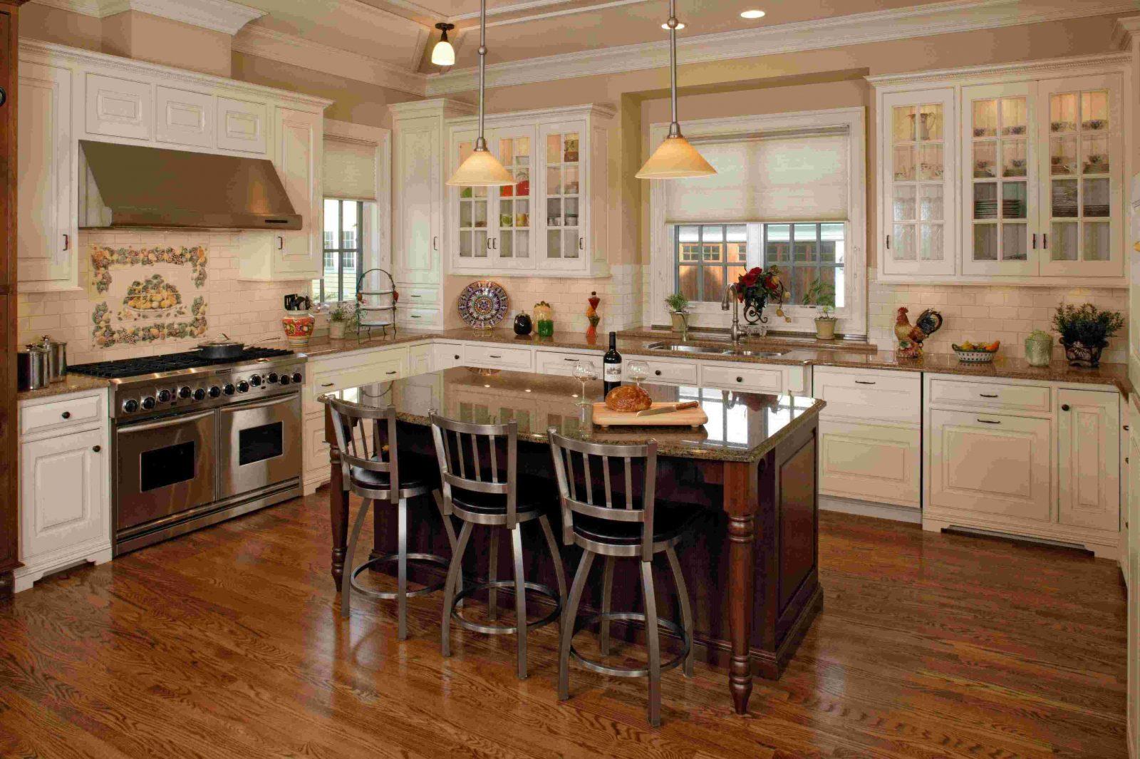 Cocina r stica con muebles de madera im genes y fotos for Muebles de cocina practicos