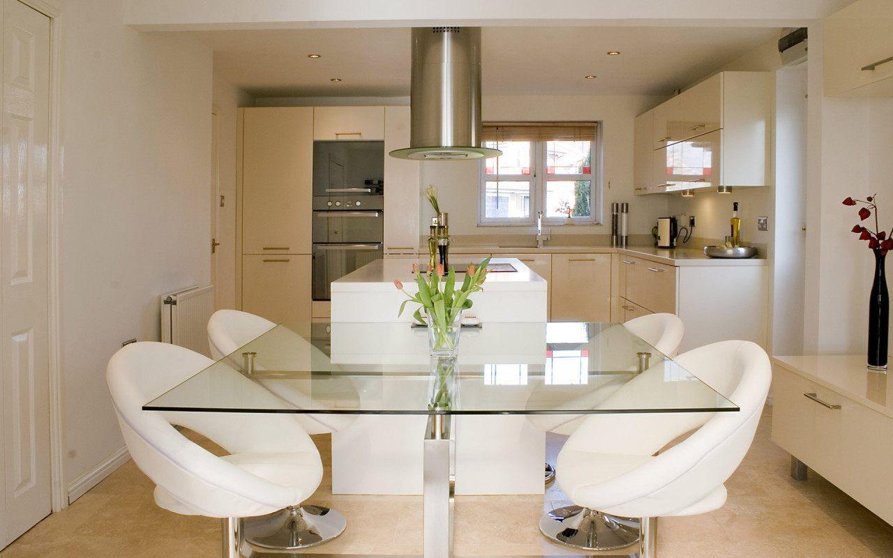 Mesa de cristal para la cocina im genes y fotos for Mesas para cocinas estrechas