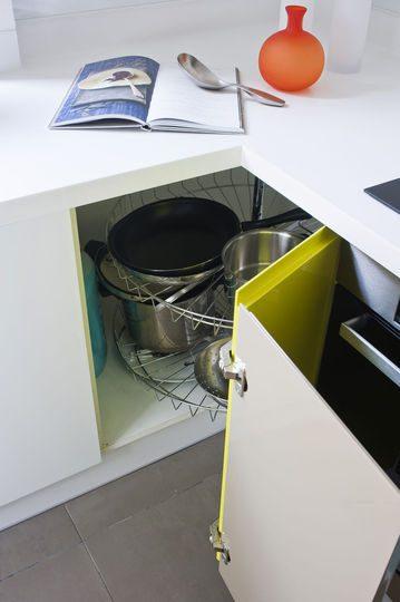 Mueble esquinero de cocina im genes y fotos for Muebles de esquina para cocina
