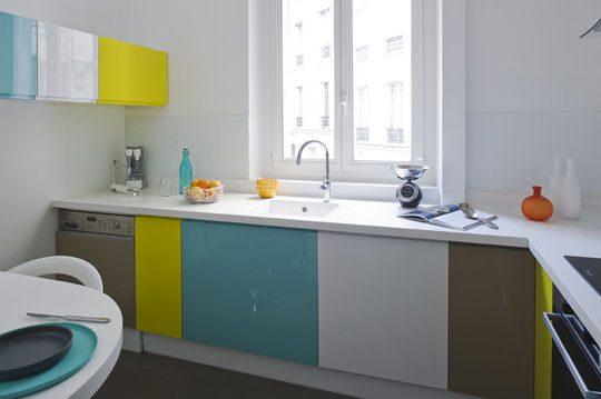 Muebles bajos de cocina de colores :: Imágenes y fotos